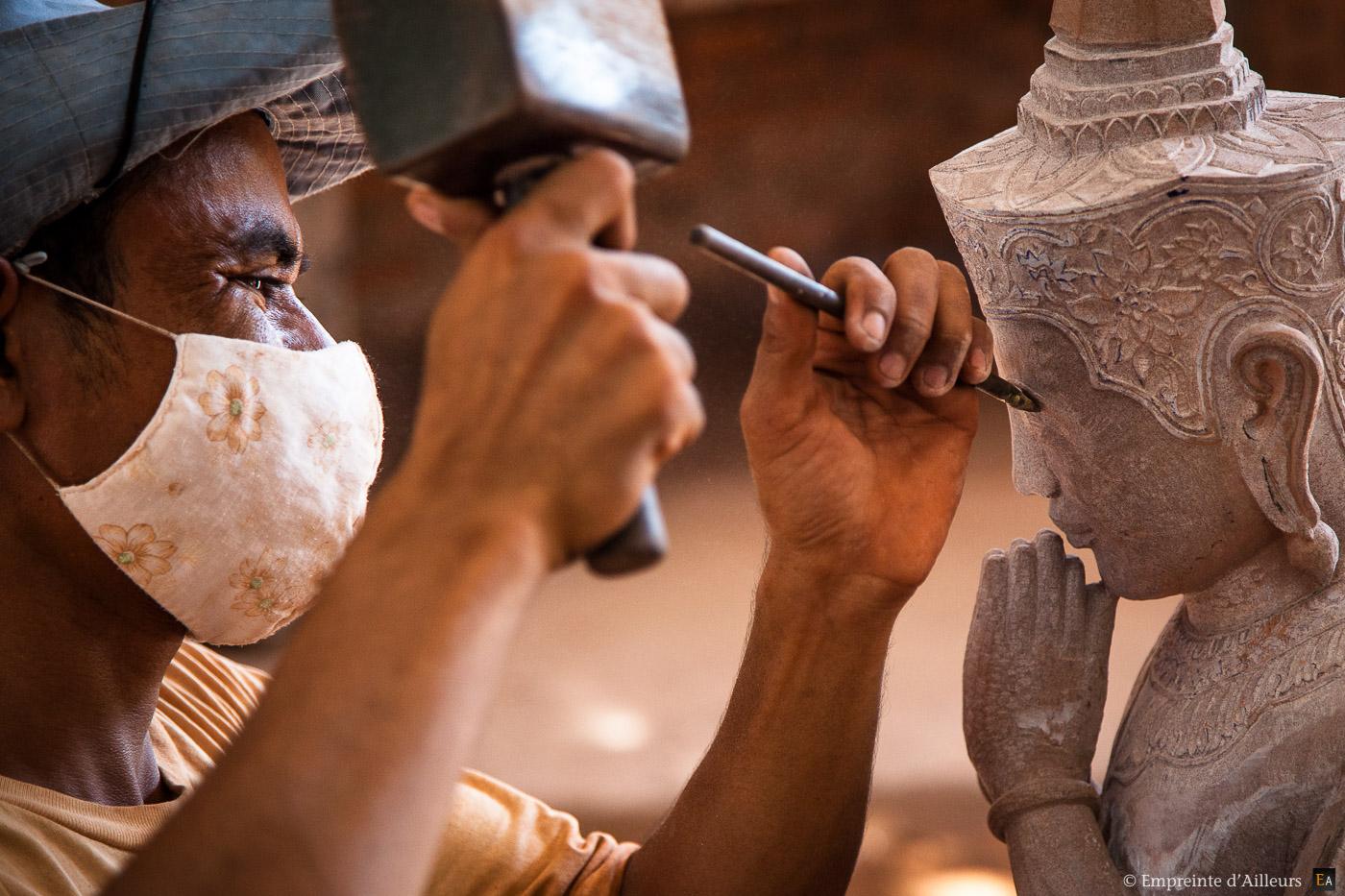 Sculpteur de bouddha