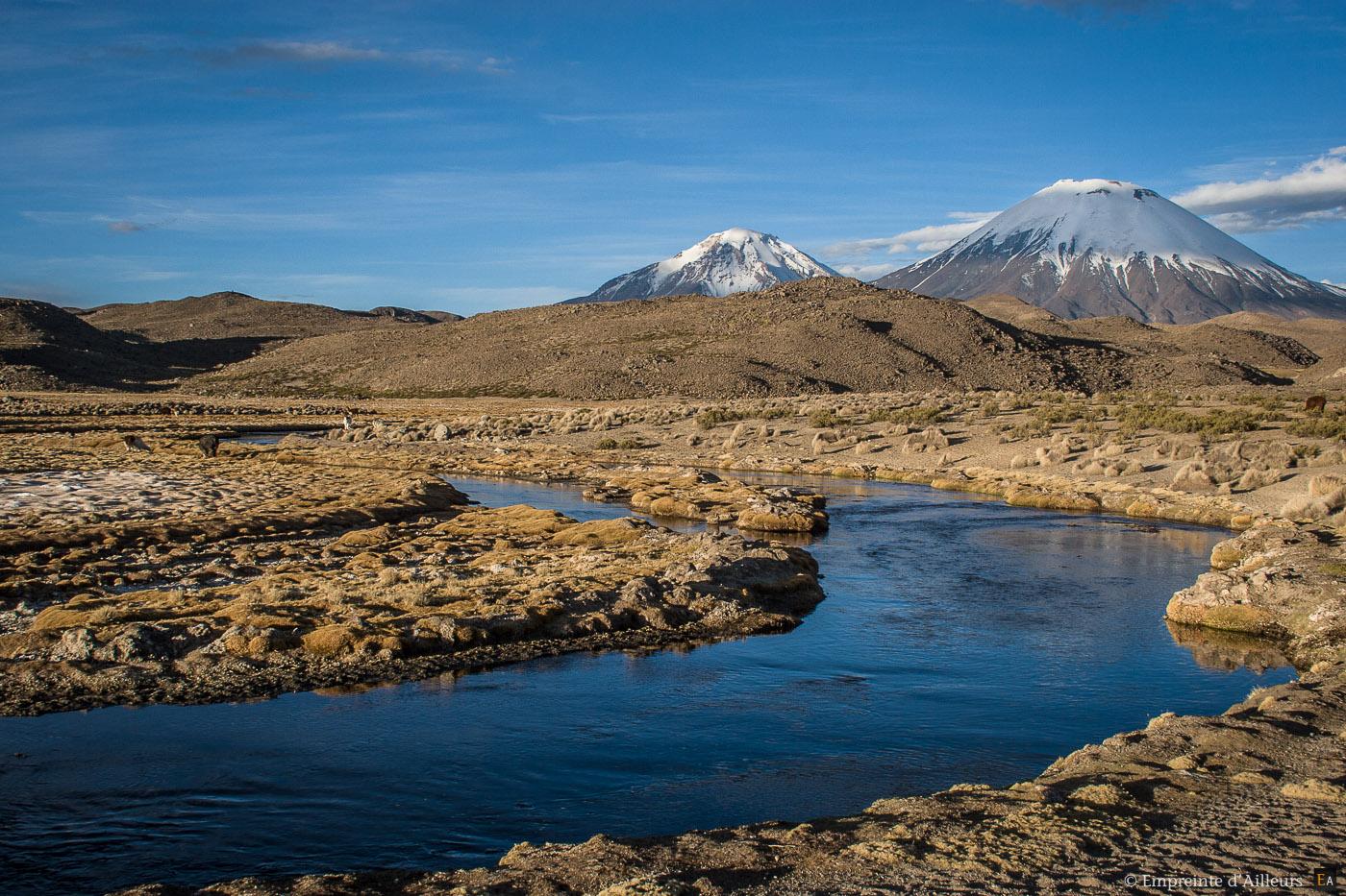 Cour d'eau aux pieds des volcans