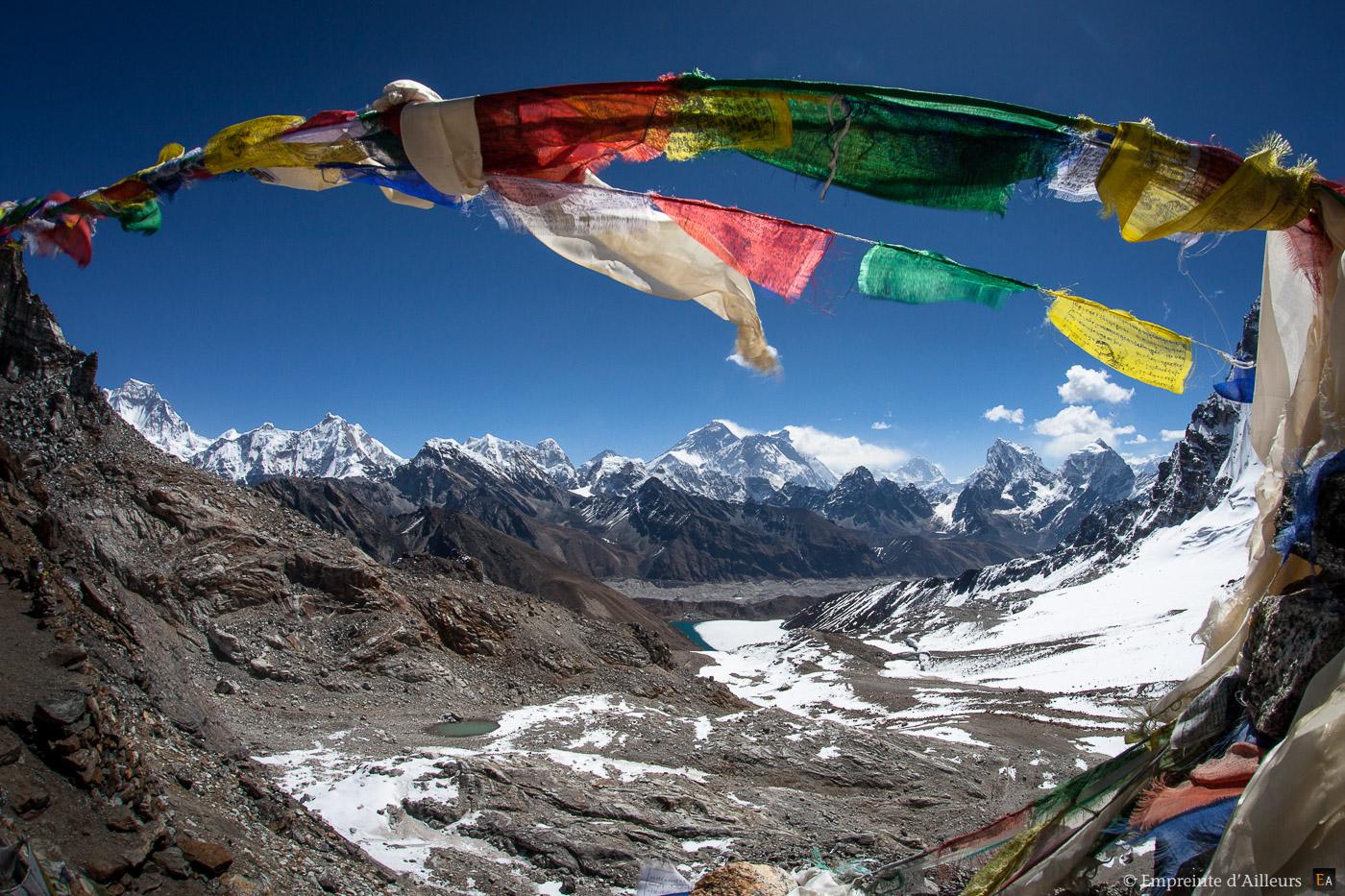 Col de Renjo La Pass, face à l'Everest