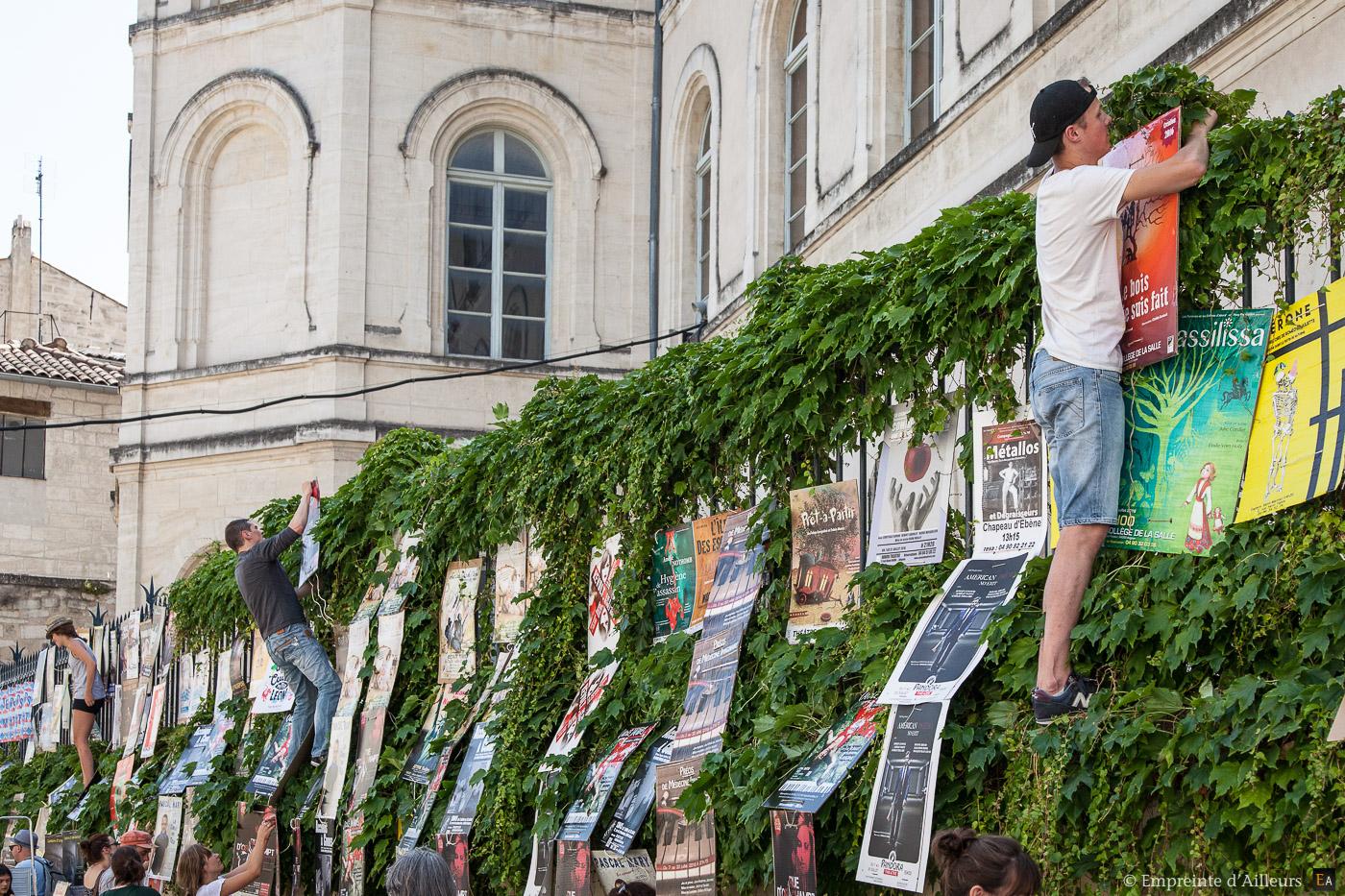 Pose d'affiche au Festival d'Avignon St Joseph