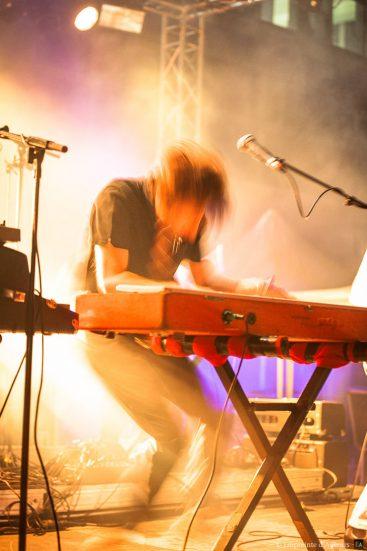 Hervé Salters se déchaine sur son clavier. General Elektriks au Festival Resonance