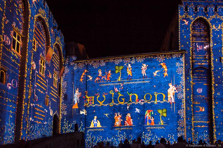 Spectacle audiovisuel dans la cour d'honneur du Palais des Papes d'Avignon