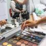 Séance de maquillage pour l'Opéra Traviata