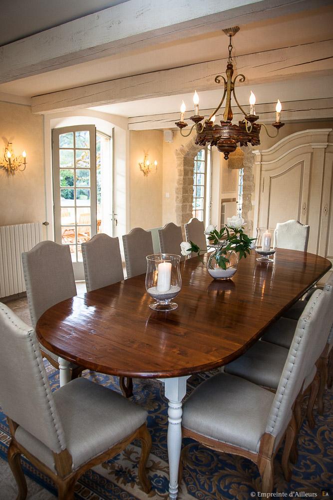 autour de la table int rieur de mas empreinte d 39 ailleurs photographie. Black Bedroom Furniture Sets. Home Design Ideas