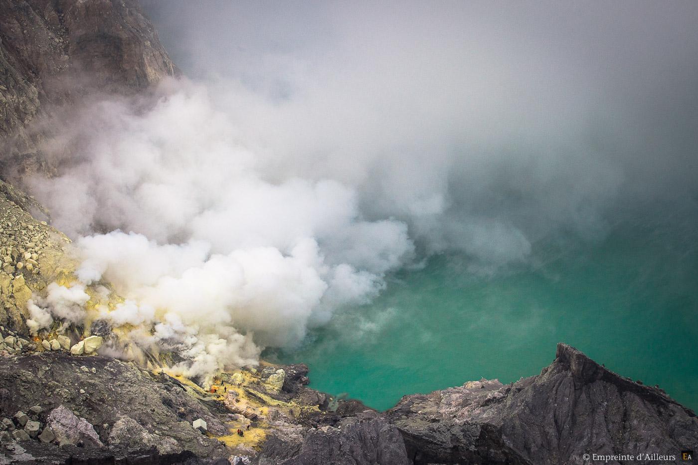 Fumées du cratère du Kawah Ijen