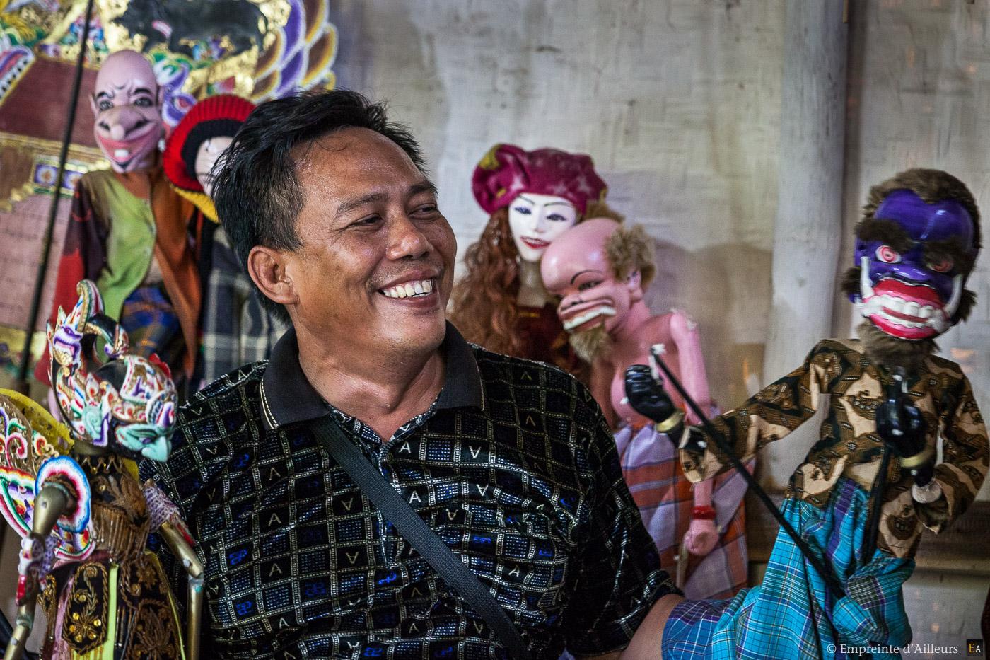 Agus et ses marionnettes