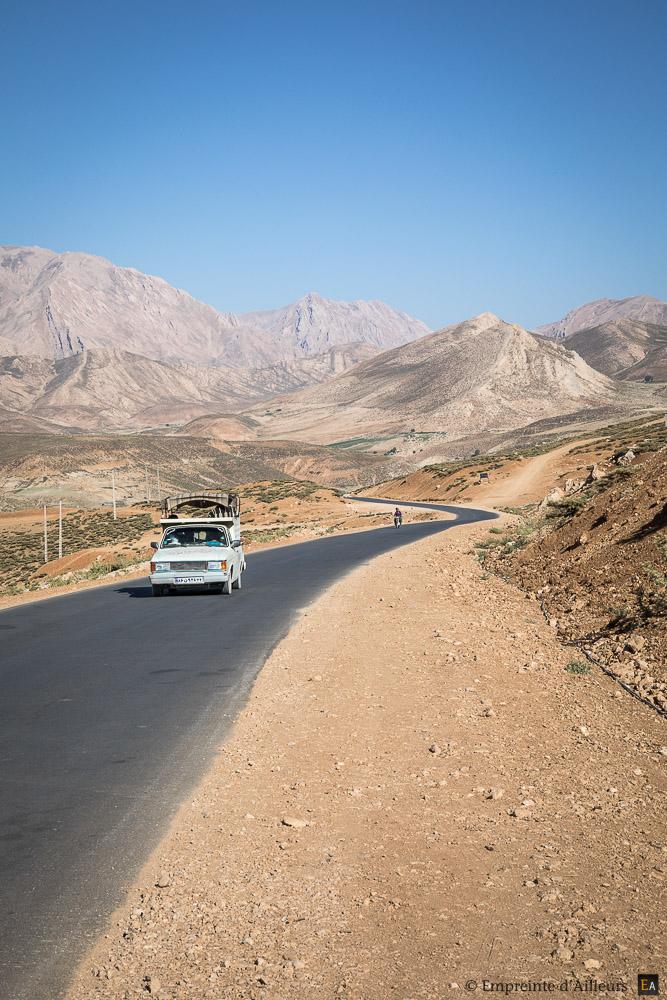 Sur la route des montagnes de Zardkouh